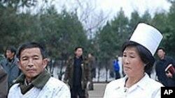 유진벨 재단의 결핵약을 보급받는 북한의 결핵 환자들.