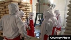 스위스 개발협력처(SDC)가 웹사이트에 공개한 대북 지원 활동 사진. SDC는 세계식량계획, WFP를 통해 북한 어린이들에게 분유를 제공해왔다. (자료사진)
