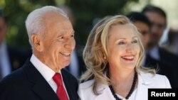 Wezîra Derve Hillary Clinton û serokê Îsraîlî Şîmon Pêrês li Orşelîmê, Duşem, 16'ê Tîrmehê, 2012.