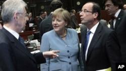 Italijanski premijer Mario Monti, nemačka kancelarka Angela Merkel i francuski predsednik Fransoa Oland na sastanku u Briselu