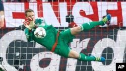 Le gardien du Bayern, Manuel Neuer, lors de la demi-finale de la Ligue des Champions contre l'Atletico de Madrid à Munich le 3 mai 2016.