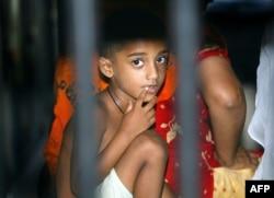 پاکستان کی مختلف جیلوں میں قید خواتین کے ساتھ درجنوں بچے بھی ہیں۔ (فائل فوٹو)