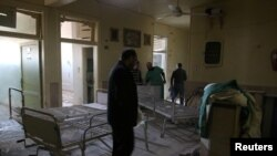 지난 19일 시리아 알레포의 반군 점령지역에서 공습으로 파괴된 병원 내부.