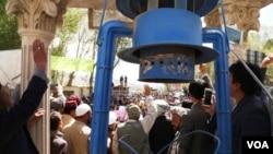 مظاهره کنندگان به حکومت افغانستان هشدار دادند که اگر مسیر پروژه تغیر نه کند، درآن صورت با اعتراضات میلیونی مردم مواجه خواهند شد.