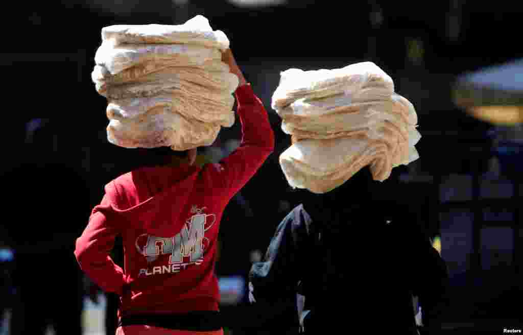 Children carry bread in Damascus, Syria.