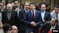 در حاشیه دیدارهای مقام های دو کشور، نخست وزیر ایتالیا و نعمت زاده وزیر صنعت ایران.