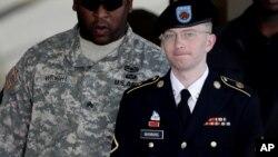 Bradley Manning se declaró culpable de acusaciones en su contra buscando que le reduzcan la sentencia.