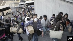 日本灾民来到收容所