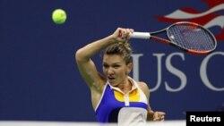 Simona Halep saat berhadapan dengan Maria Sharapova di AS Terbuka Agustus lalu (Geoff Burke-USA TODAY Sports)