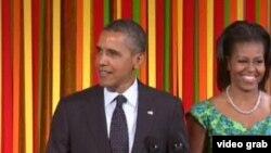 美国总统奥巴马与第一夫人出席招待美国孩童的国宴(VOA视频)