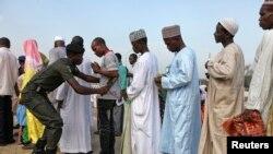 Musulmai na shirin sallah a Abuja