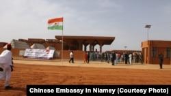 Entrée du nouveau hôpital général de Niamey financé par la Chine.