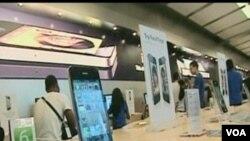 Por el momento Apple no se ha pronunciado ante las quejas del iPhone 4.