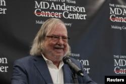 نوبیل انعام حاصل کرنے والے امریکہ کے سائنس دان جیمز ایلی سن۔ یکم اکتوبر 2018