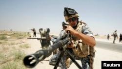 伊拉克军人在安巴尔省边界巡逻