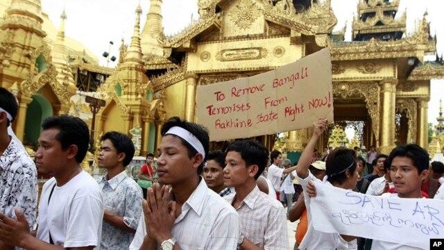 Rakhine ethnic people pray at Shwedagon pagoda June 9, 2012, in Rangoon, Burma.