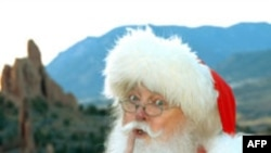 Kutia postare e Krishlindjeve, mbushur me listat e fëmijëve