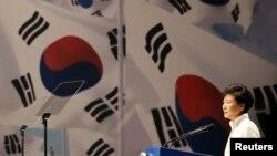 박근혜 한국 대통령이 15일 서울에서 열린 제 69주년 광복절 기념식에서 경축사를 하고 있다.