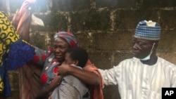 Wasu daga cikin iyayen daliban Bethel da suka karbi 'yarsu a ranar Lahadi