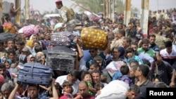 17일 이라크 라마디에서 이슬람 극단주의 무장단체 ISIL의 공세를 피해 도망온 수니파 주민들이 바그다드에 도착했다.