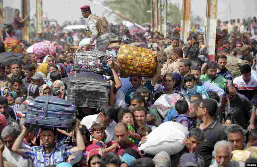 رمادی میں جاری لڑائی کے سبب لوگ نقل مکانی کر کے بغداد کا رخ کر رہے ہیں۔