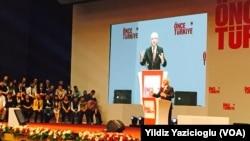 CHP Genel Başkanı Kemal Kılıçdaroğlu yeni seçim bildirgesini açıklarken