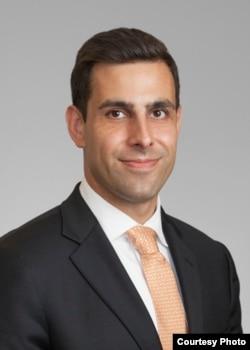 华盛顿市律师埃里克·法拉利 (图片来自Ferrari & Associates, P.C. )