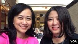 Irma Hardjakusumah (kanan), desainer yang merancang ruang pesta Oscars Governors Ball 2015 dan wartawan VOA Vena Annisa. (VOA/Vena Annisa)