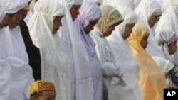 Waislam washerehekea Eid el-Fitr.