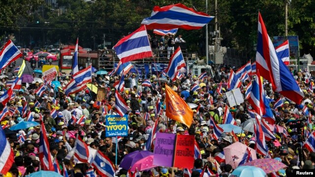 Anti-government protesters gather during a rally in central Bangkok, Jan. 5, 2014.