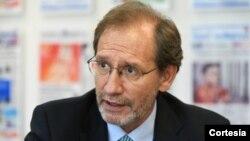 Doctor Eduardo Gamarra, polítologo y profesor de Ciencias Politicas en FIU.