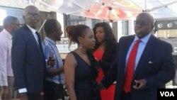 Ophethe isigodlo seMelika kwele Zimabbwe uAmbassador Harry Thomas Jnr lababumbe ugwalondaba lwebulenjini.