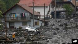 Đất chuồi sau lũ lụt tại làng Topcic polje gần Zenica, 120km phía bắc Sarajevo, 15/5/2014.