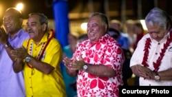 瑙魯總統瓦卡(中)2018年9月3日主持太平洋島國論壇。