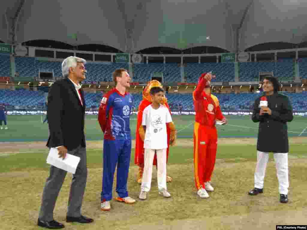 کراچی کنگز کے کپتان مارگن نے ٹاس جیت کر پہلے بیٹنگ کرنے کا فیصلہ کیا