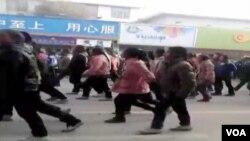 Hàng ngàn sinh viên Tây Tạng xuống đường ở Rebgong, khu vực trong vùng đông bắc Tây Tạng
