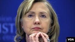 """En el encuentro Clinton dijo admirar la """"valentía del pueblo sirio que sigue desafiando la brutalidad del gobierno""""."""