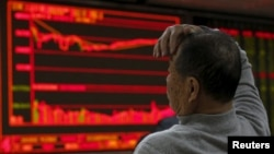 中國股市星期一大跌7%。星期一是2016年的第一個交易日。圖為北京股市。