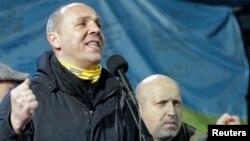 Андрей Парубий (слева)