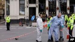 法医在英国伦敦桥下调查(2017年6月5日)