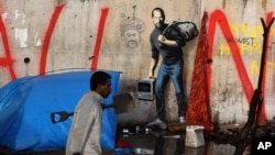 از بنکسی کارهای زیادی مشهور هستند. از جمله این نقاشی که استیو جابز را کشیده و یادآور شده او نیز مهاجرزاده بود.