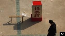 廣東烏坎村村民赶走了原村官,2012年3月2日投票選舉出自己的村委會(資料照片)