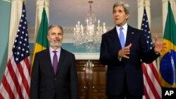El ministro de Relaciones Exteriores, Antonio de Aguiar Patriota (izq.), se reunió este lunes con el secretario de Estado de EE.UU., John Kerry.