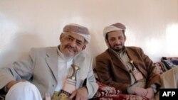 部落领袖阿什达与其子赞成与激进分子谈判