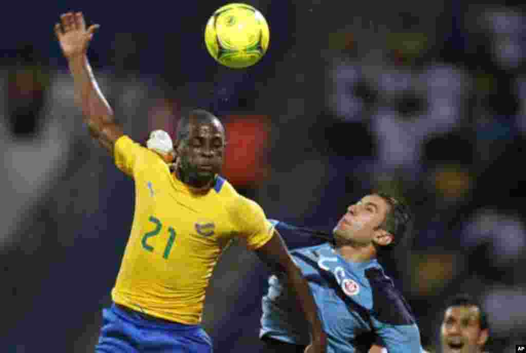 Tunisia's goalkeeper Rami Djridi (R) makes a save against Roguy Meye (L) of Gabon during their African Cup of Nations Group C soccer match at Franceville stadium in Gabon January 31, 2012.