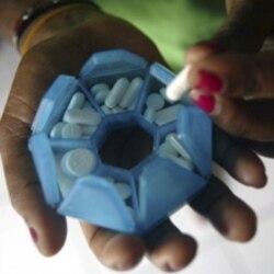 Sindicalista diz que medicamentos doados acabam em farmacias e centros privados - 2:03