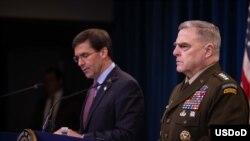国防部长埃斯珀(Mark Esper)和美军参谋长联席会议主席米利(Mark Milley)2019年12月20日一起见记者(美国国防部照片)