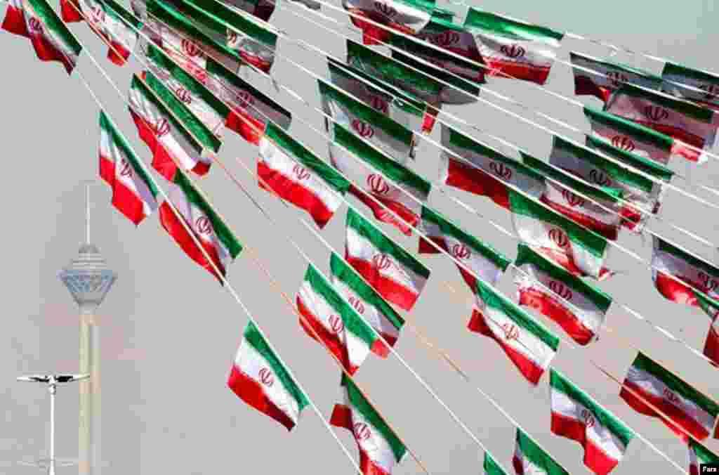 آذین بندی خیابان های تهران در دهه فجر