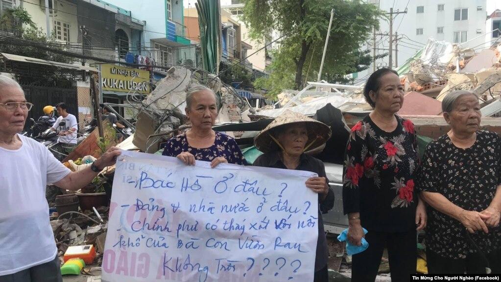 Việc cưỡng chế ở Vườn rau Lộc Hưng vấp phải sự phản đối mạnh mẽ của người dân.