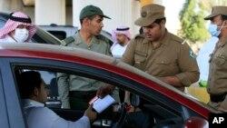 Autoridades sauditas realizaron los arrestos de presuntos terroristas la semana pasada.